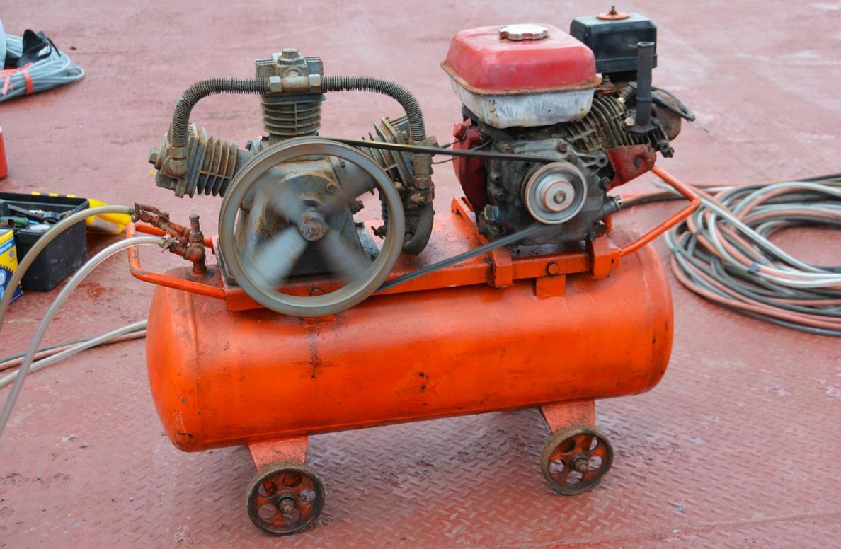 červený kompresor