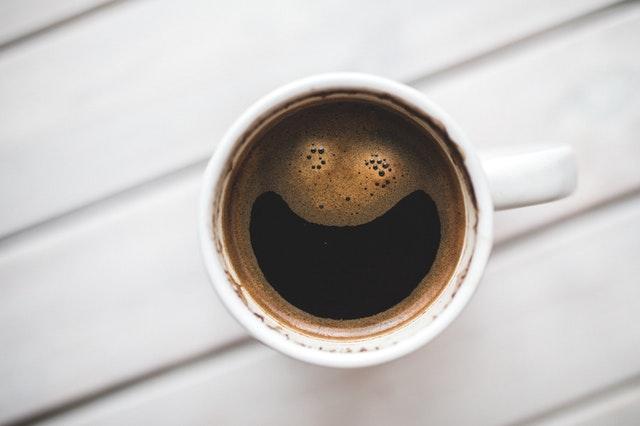 hrnek kávy