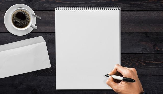 Proč zvolit plastovou obálku a ne papírovou