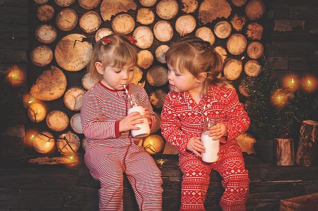 Holčičky ve vánočních pyžamech