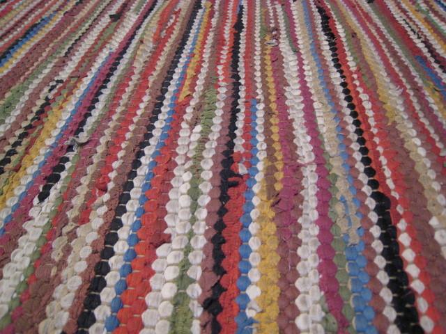 ručně tkaný špinavý koberec